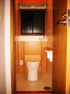 タンクが見えないすっきりトイレで掃除もラクに