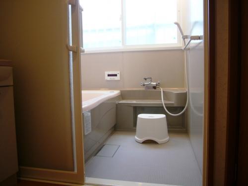 3/4坪の浴室に一坪の浴槽が入った